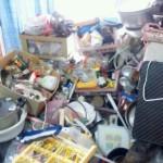 ゴミ屋敷化する要因は片付けられない、もしくは収集癖が多くの原因とされています。